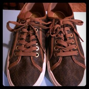 MK size 7 sneakers. Classic brown design.